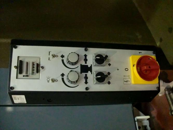 DIE MACHINE SP588/5 25TN