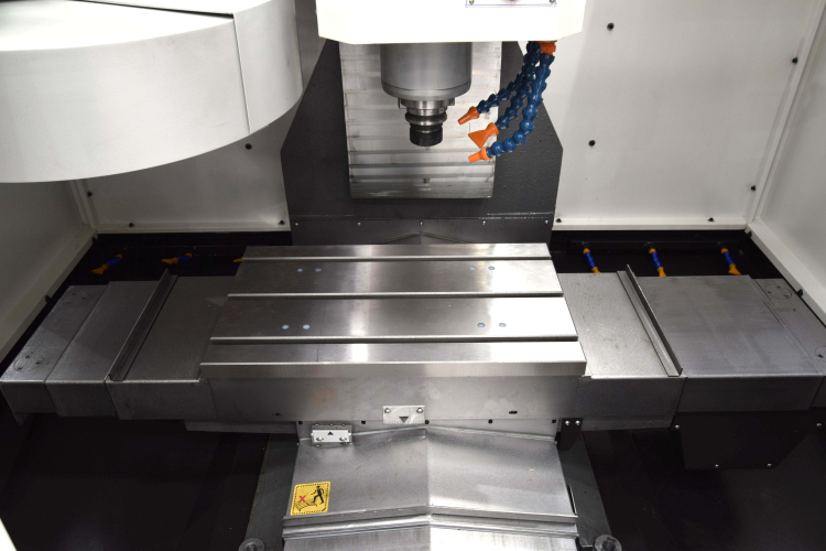 Interior Centro de mecanizado CNC VMC 400